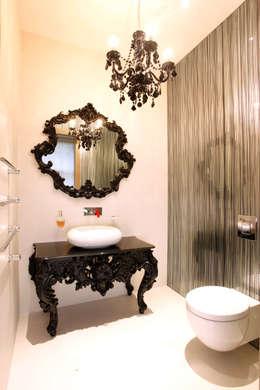 Baños de estilo  por Roselind Wilson Design