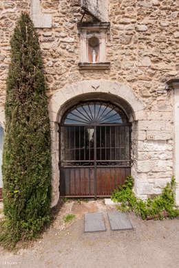 Une maison de village pas comme les autres: Maisons de style de style Rustique par Pixcity
