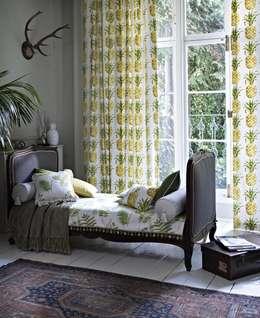 Prestigious Textiles: klasik tarz tarz Yatak Odası