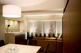 Comedores de estilo moderno por REM Arquitectos