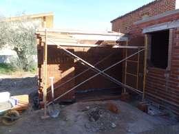 Projekty, rustykalne Domy zaprojektowane przez TU REFORMA EN MADRID