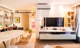 غرفة المعيشة تنفيذ Bloom Arquitetura e Design