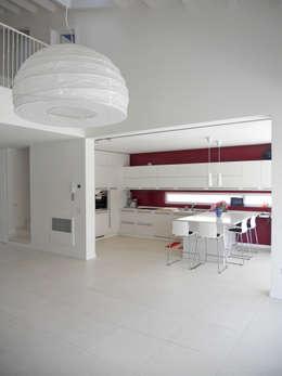 Cocinas de estilo moderno por VALERI.ZOIA Architetti Associati