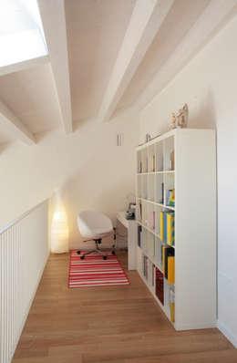 Projekty,  Domowe biuro i gabinet zaprojektowane przez VALERI.ZOIA Architetti Associati