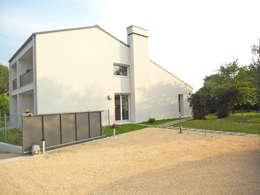 modern Houses by VALERI.ZOIA Architetti Associati