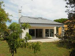 Projekty, nowoczesne Domy zaprojektowane przez VALERI.ZOIA Architetti Associati