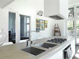 Cuisine de style de style Moderne par na3 - studio di architettura