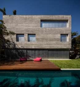 Case in stile in stile Moderno di Studio MK27