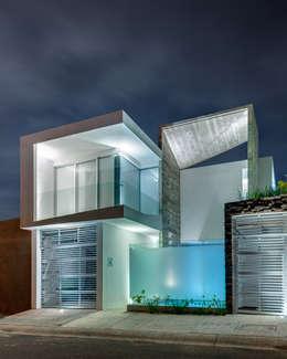 Casas de estilo ecléctico por Taller ADC Architecture Office