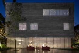 Cube House: Casas modernas por Studio MK27