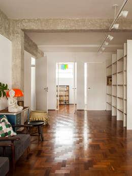 Mauricio Arruda Design:  tarz Koridor ve Hol