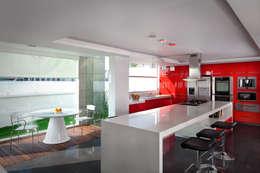 Casa Laureles - Micheas Arquitectos: Cocinas de estilo moderno por Micheas Arquitectos
