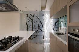 Cocinas de estilo moderno por Micheas Arquitectos