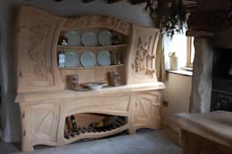 Carved Wood Design Bespoke Kitchens.:  tarz Mutfak