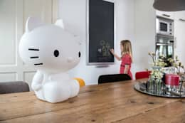 Lampe Hello Kitty: Chambre d'enfants de style  par decoBB