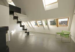 Projekty,  Korytarz, przedpokój zaprojektowane przez Udo Ziegler | Architekten