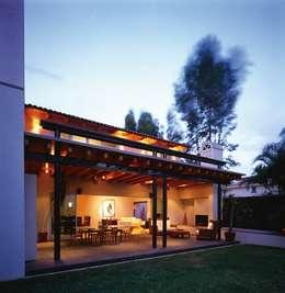 Casa Feryvale, 2006: Terrazas de estilo  por Taller Luis Esquinca