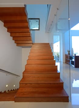 Detalle de Escalera, Estudio fotográfico preliminar.: Casas de estilo moderno por TaAG Arquitectura