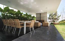 Vista de la terraza: Casas de estilo moderno por TaAG Arquitectura