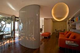 Villa ad Ansedonia I: Case in stile in stile Moderno di Studio Transit