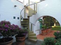Huerta en Tesistán: Pasillos y recibidores de estilo  por Taller Luis Esquinca