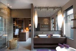 House C: Maisons de style de style Moderne par Jean-François ROGER FRANCE