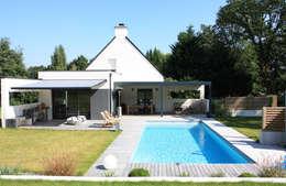 Extension T: Maisons de style de style Moderne par ArchiTK
