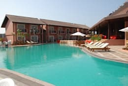 swimming pool construction: modern Pool by CRYSTAL SWIMMING POOLS INDIA PVT LTD