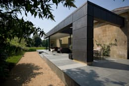 Innox Lodge: modern Houses by Designscape Architects Ltd