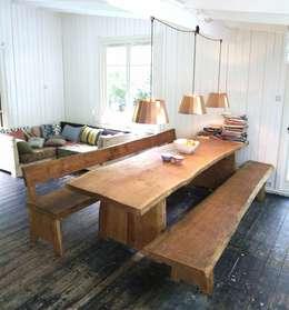 Sala de jantar  por ROOMSERVICE DESIGN GALLERY