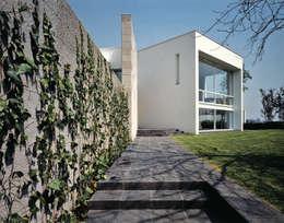 Casa 18: Hogar de estilo  por Praxis Arquitectura