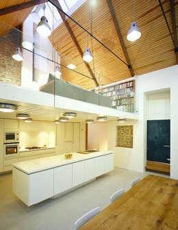 Cucina in stile in stile Rustico di JAMIE FALLA ARCHITECTURE