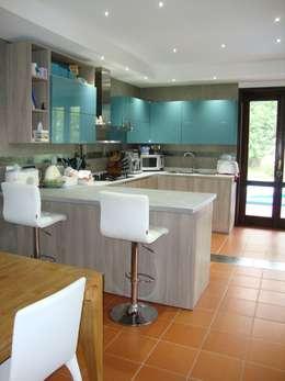 Cucina: Cucina in stile in stile Moderno di Studio di Architettura Brisca