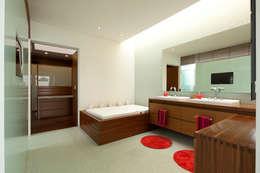 FF HOUSE: Baños de estilo  por Hernandez Silva Arquitectos