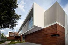Projekty, nowoczesne Domy zaprojektowane przez Hernandez Silva Arquitectos