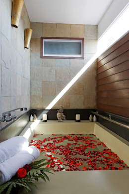 Oryza Day Spa:  Commercial Spaces by Balan & Nambisan Architects