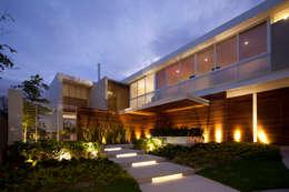 Hernandez Silva Arquitectos: modern tarz Evler