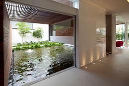 Jardines de estilo moderno por Hernandez Silva Arquitectos