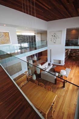 Salon de style de style Moderne par ze|arquitectura