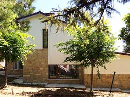 Casa Perlini: Case in stile in stile Moderno di matteo avaltroni