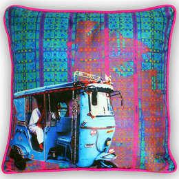 Electric Blue Poli Dupion Cushion Cover: asiatische Wohnzimmer von homify