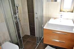 Estateinwest – Azure Villalari 2 Odali Flat Daireler: modern tarz Banyo