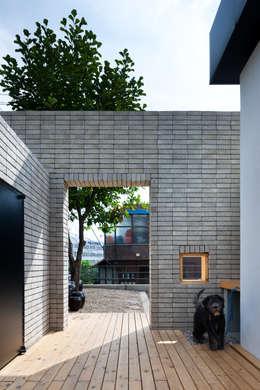 Projekty, nowoczesne Domy zaprojektowane przez 무회건축연구소
