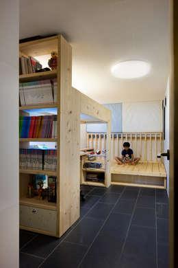 modern Nursery/kid's room by 무회건축연구소