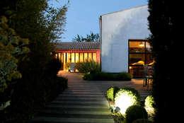 Jardin de nuit: Maisons de style de style Industriel par Alizé Chauvet Architecte - Designer intérieur