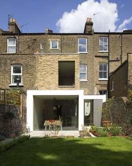 Projekty, nowoczesne Domy zaprojektowane przez Sam Tisdall Architects LLP