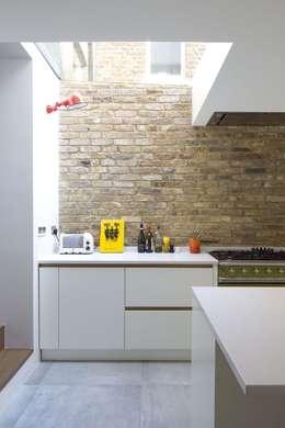 Sam Tisdall Architects LLP: modern tarz Mutfak