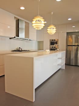 kitchen counter:   by JIA Studios LLP