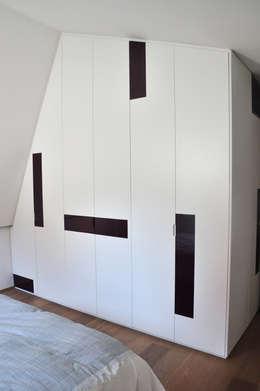 Casa S&V: Case in stile in stile Moderno di Bcubo Architetti