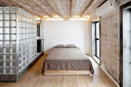 غرفة نوم تنفيذ Alex Gasca, architects.